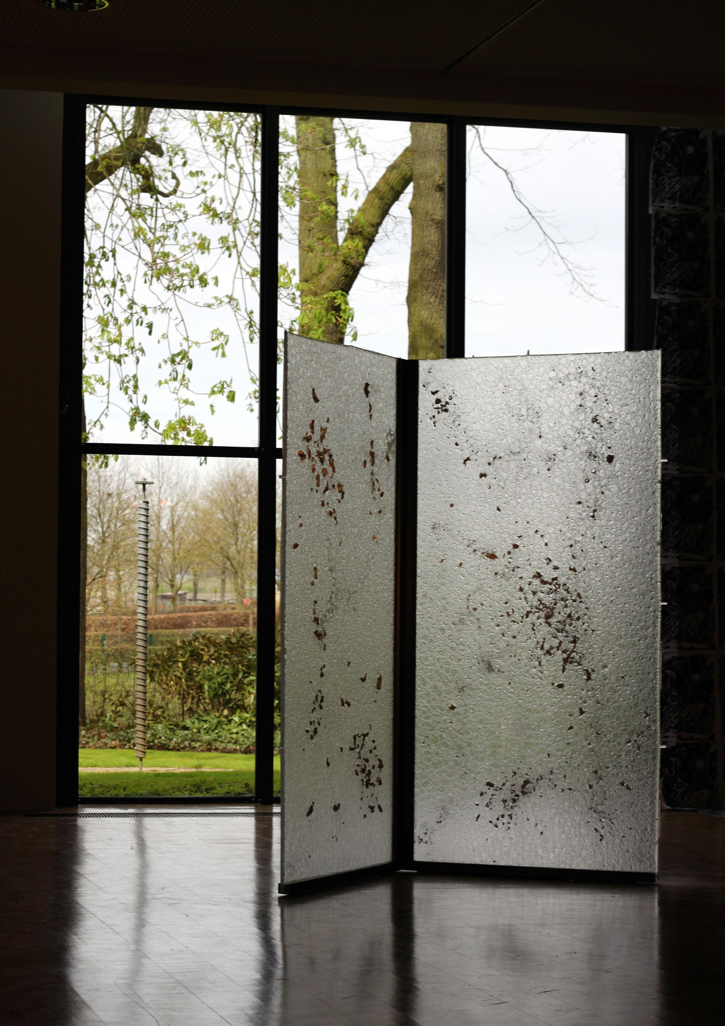 1.a.ErnstingStiftung-VanitasGlass-(Glass&Knochen)2m-2m